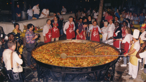 Feeding thousands at the Paella '88 Festival, Wolfson Campus