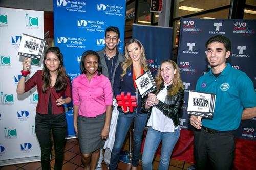 Ximena Duque and MDC students.