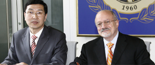 Dong Gang, president of Tianjin Professional College, and Miami Dade College President