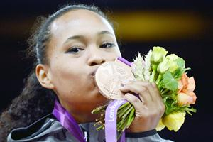 Paige McPherson kissing her medal