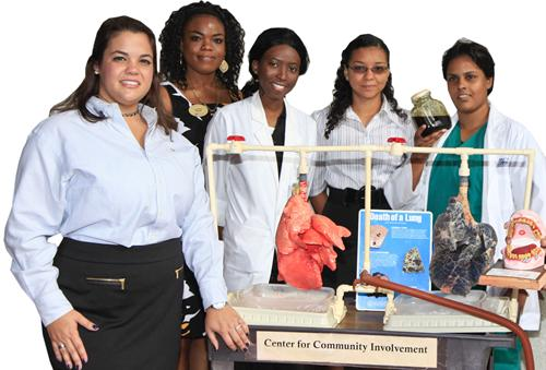 MDC students and staff with lung display