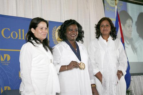 Berta Soler and members of Damas de Blanco