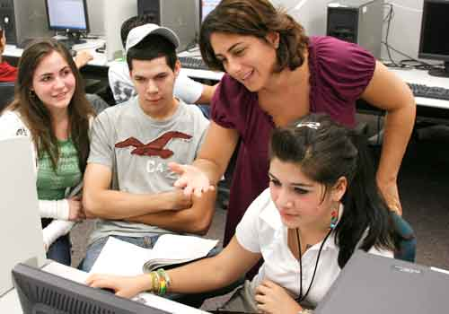 Professor María Alina García uses Web technology to assist her Reading Prep students.
